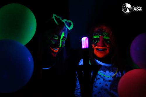 Expedição Vida - brilham na luz negra
